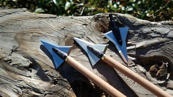 Helix Braoadhead hunting arrow blade, both sides showing